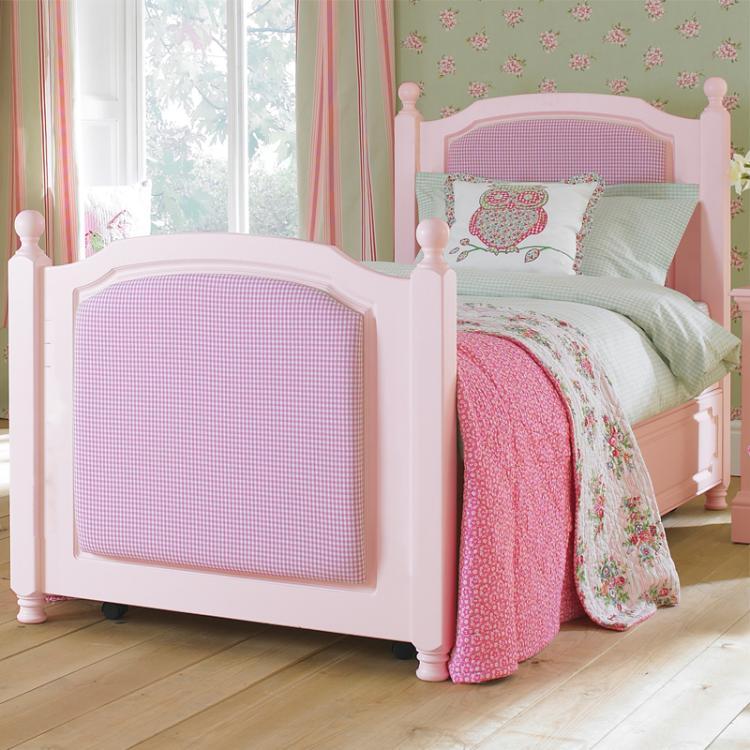 Amelia Bed